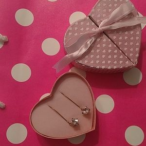 Avon pink crystal drop earrings in a cute 💓 box